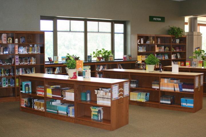 Photo of Riverside Intermediate School Media Center